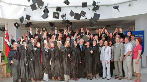 640px-MBA_graduation_ceremony,_June_2008
